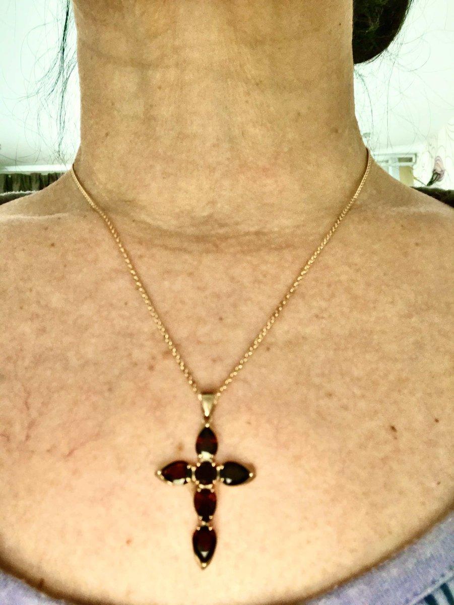 Гранатовый крестик