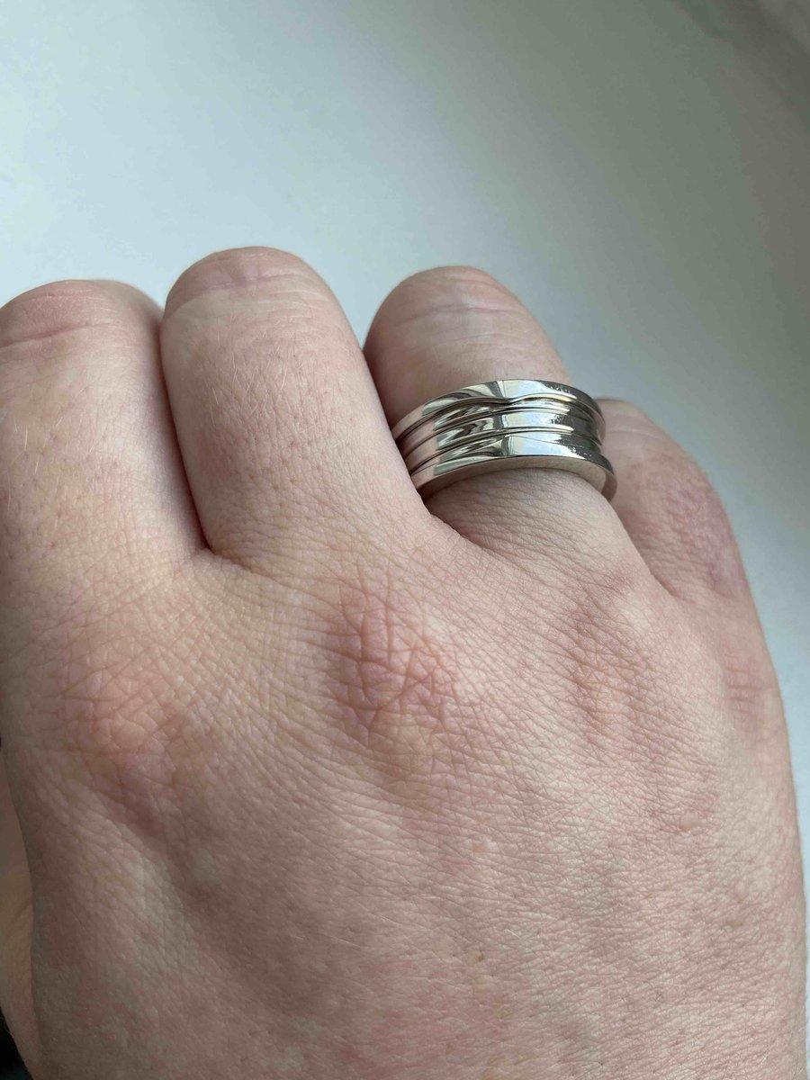 Шикарное лаконичное кольцо