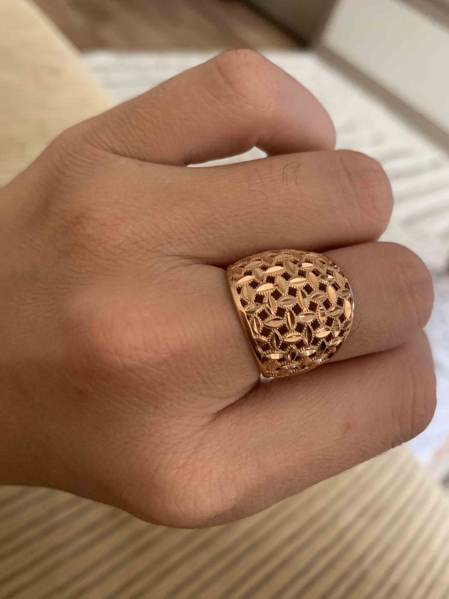 Очень классное кольцо, смотрится очень дорого