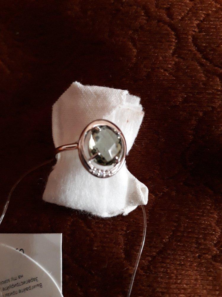 Серебрянное кольцо с кварцем и фианитами.