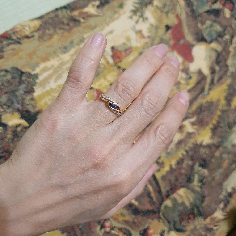 Кольцо с сапфиром и бриллиантами.