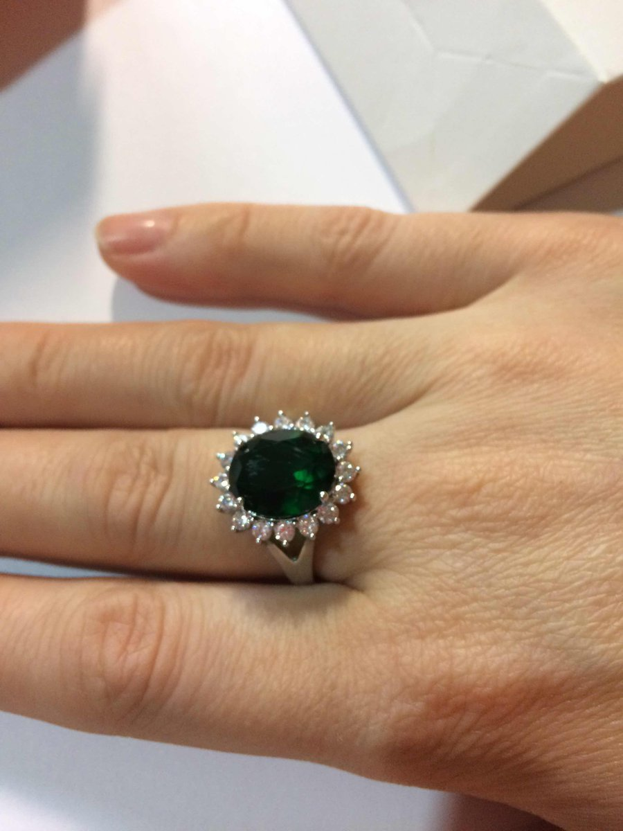 Кольцо с зеленым фианитом