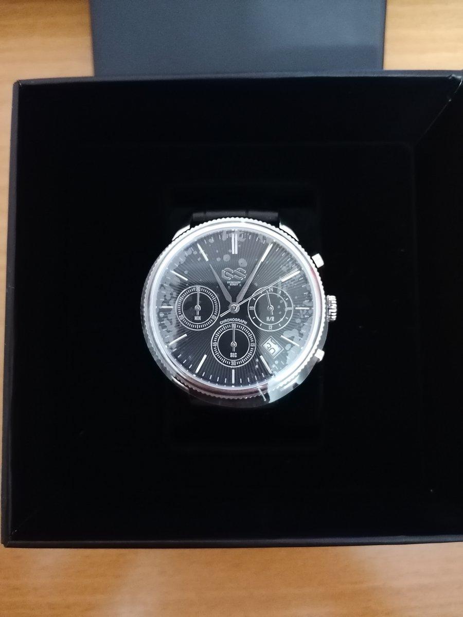 Очень стильные часы, смотрятся богато