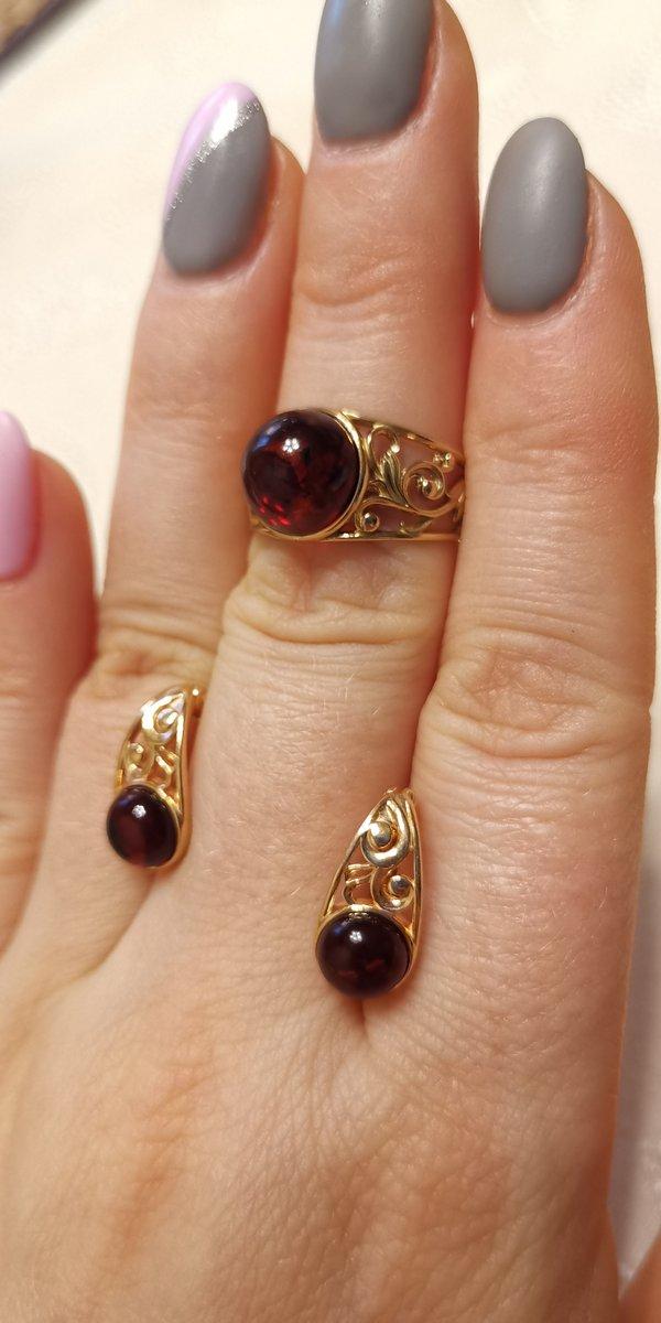 Изящные некрупные серьги и кольцо с янтарем. очень понравились. рекомендую!