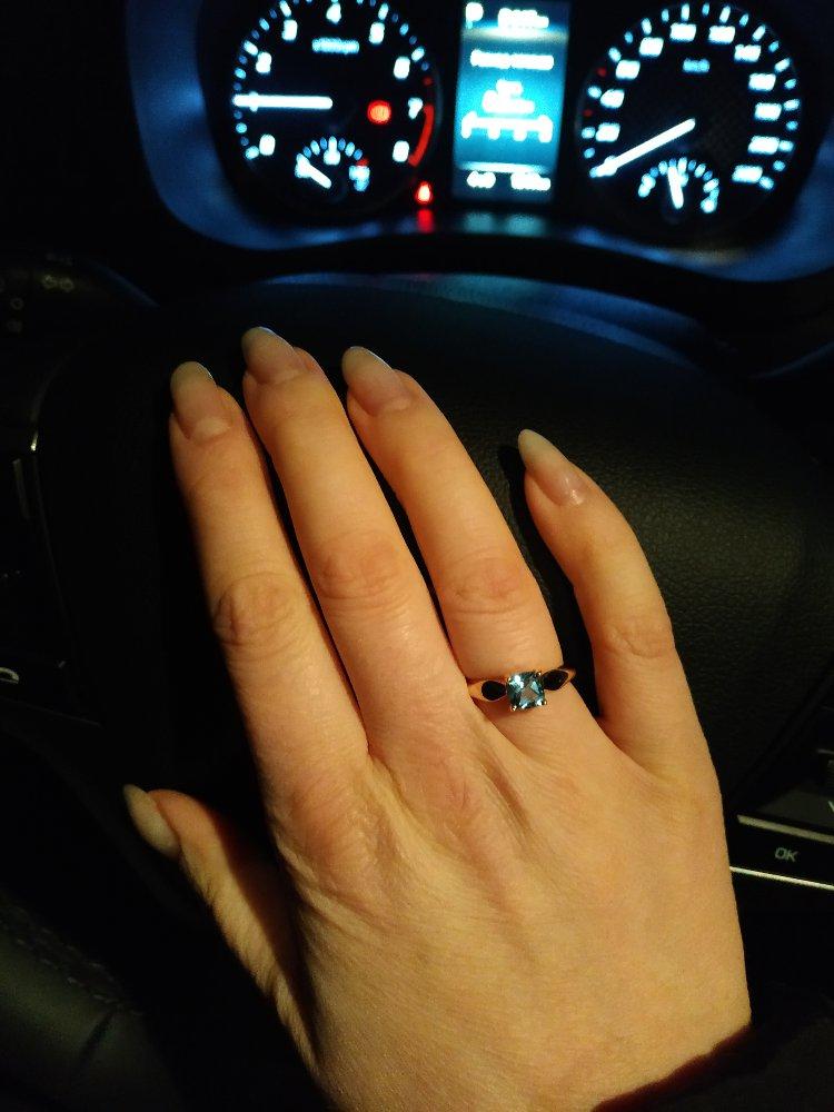 Шикарное золотое кольцо с топазом
