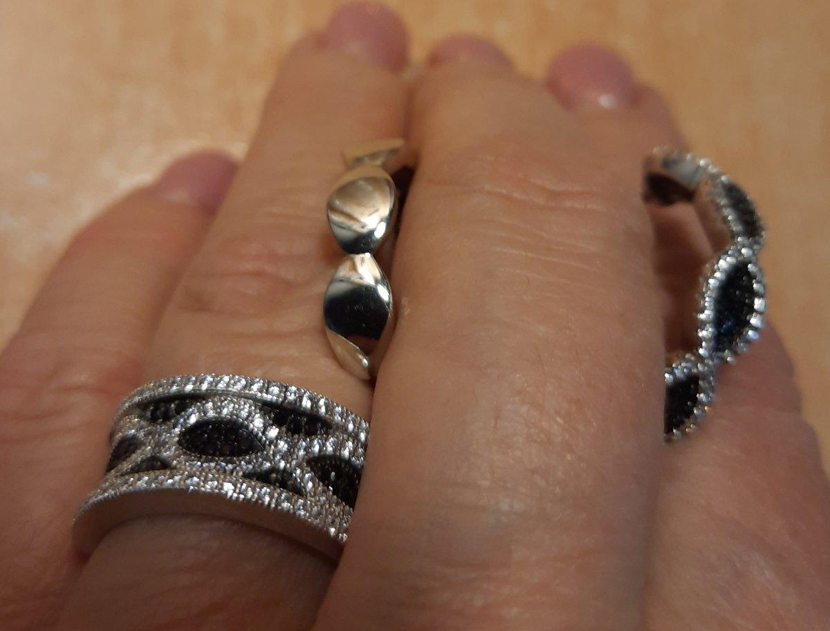 Серебряные серьги с фианитами.
