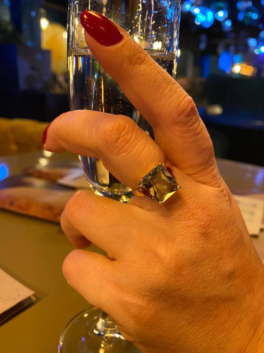 Золотое кольцо с аметистом и празиолитами