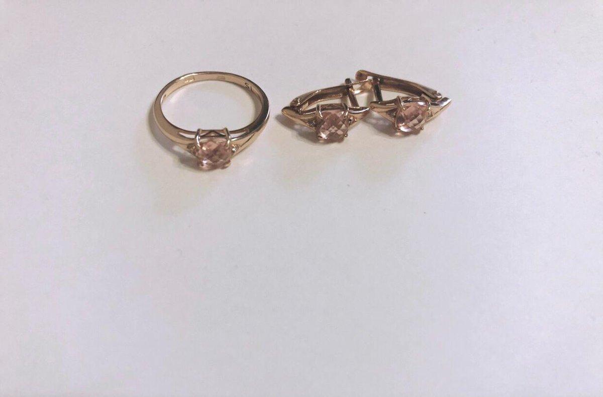 Золотые серьги с розовыми камушками