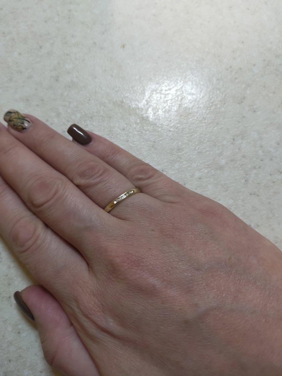Очень, очень милое и женственное золотое обручальное колечко с бриллиантами