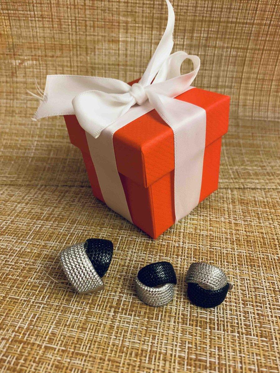 Серебряное кольцо и сережки с фианитами.