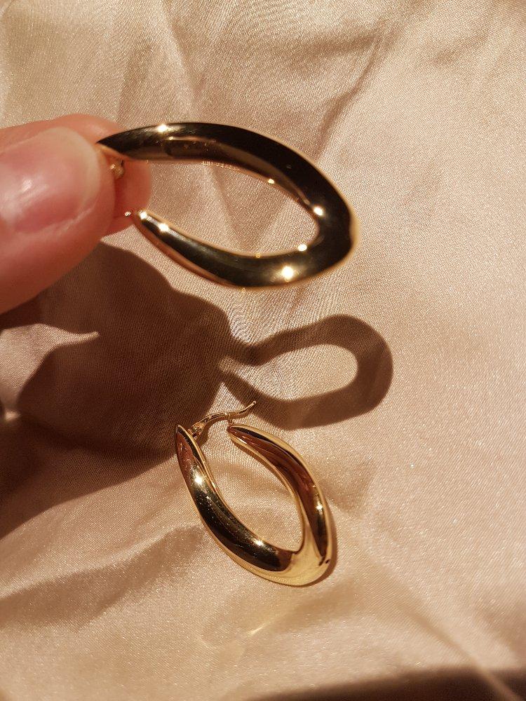 Объемные золотые серьги