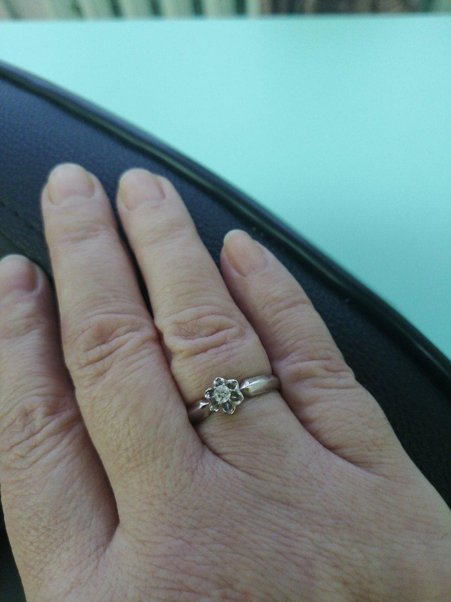 Замечательное колечко с бриллиантом