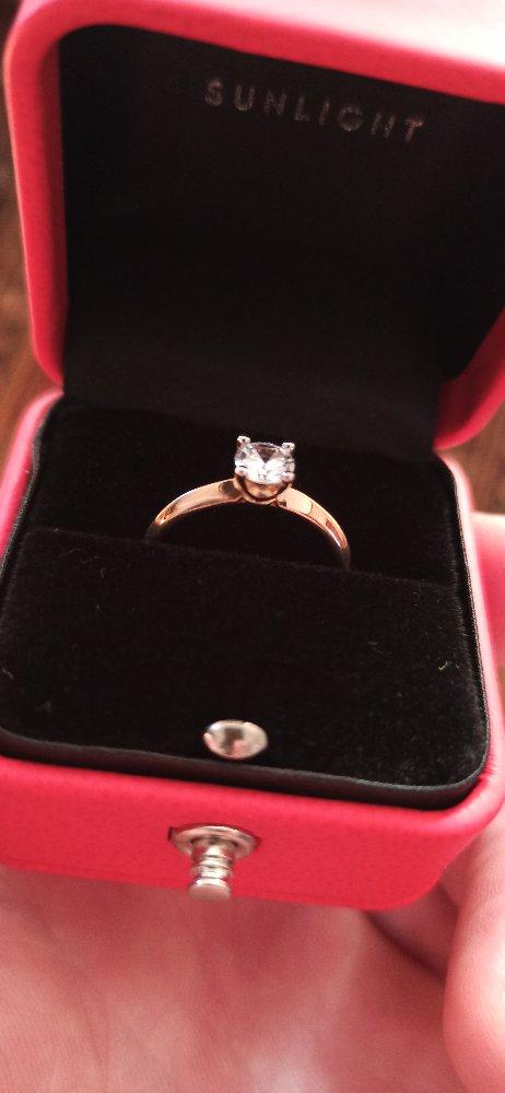 Кольцо реально классное с не большим камушком