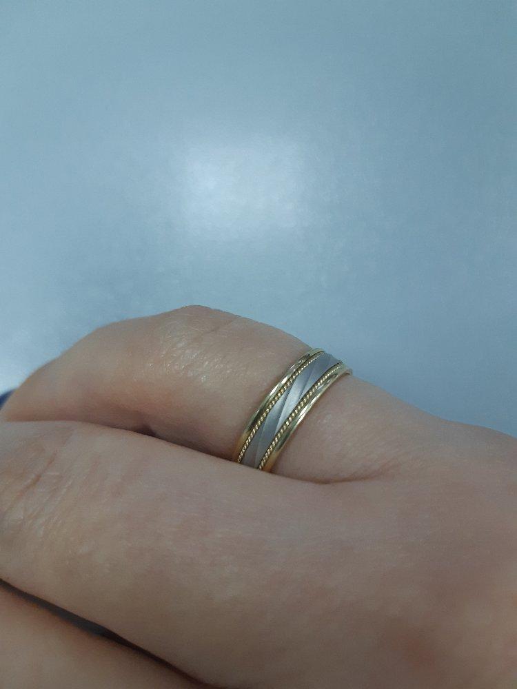 Кольцо белое и желтое золото.