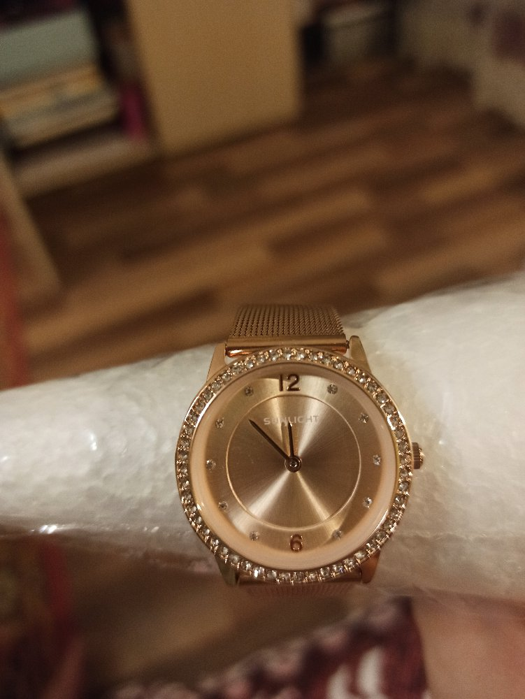 Часы очень хорошие, безумно красивые и лёгкие