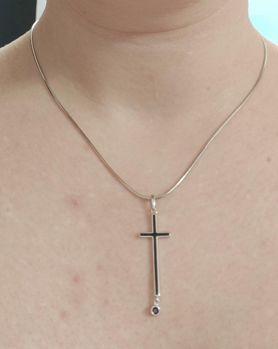 Стильный крест с черным фианитом!