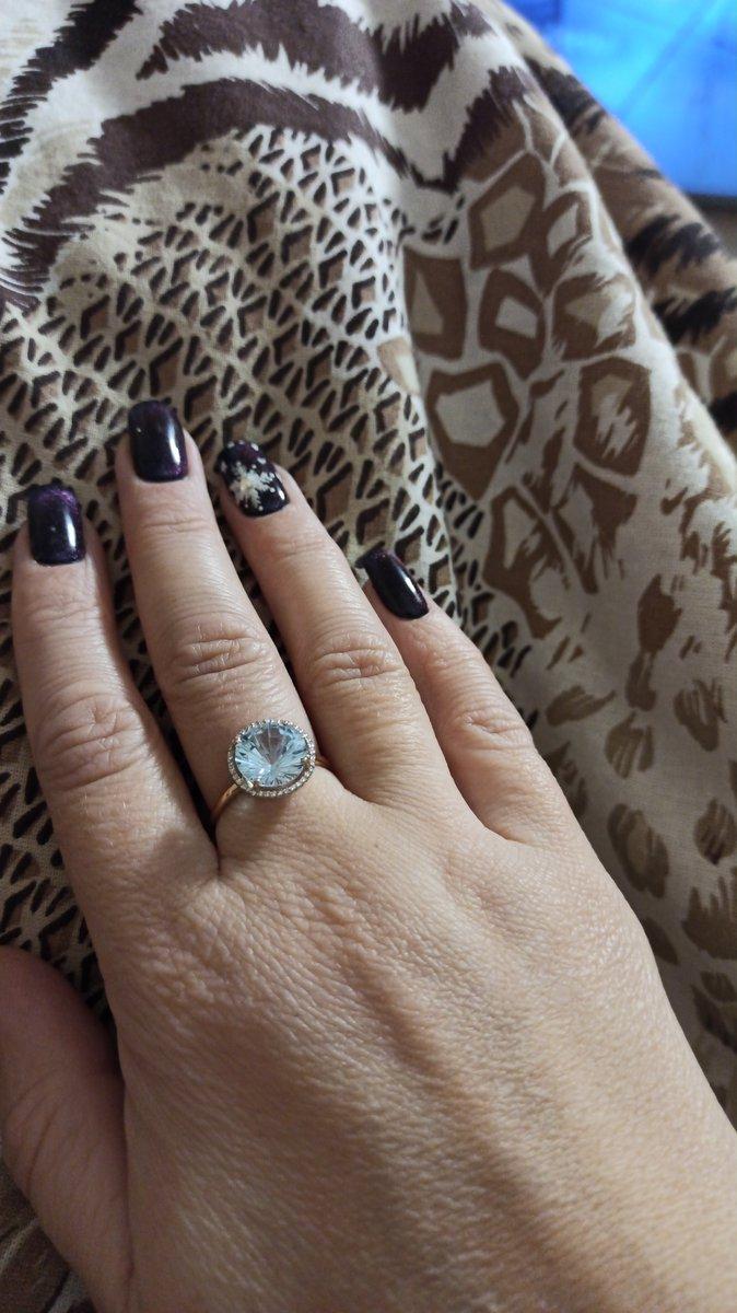 Прекрасное кольцо, изящное и нежное