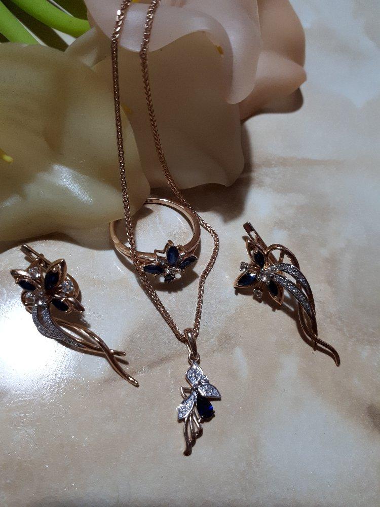 Золотая подвеска с сапфиром и бриллиантами.
