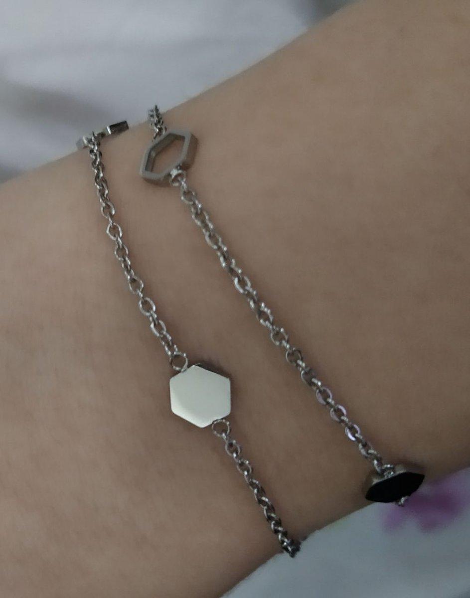 Прекрасный браслет, который очень нежно смотрится на руке