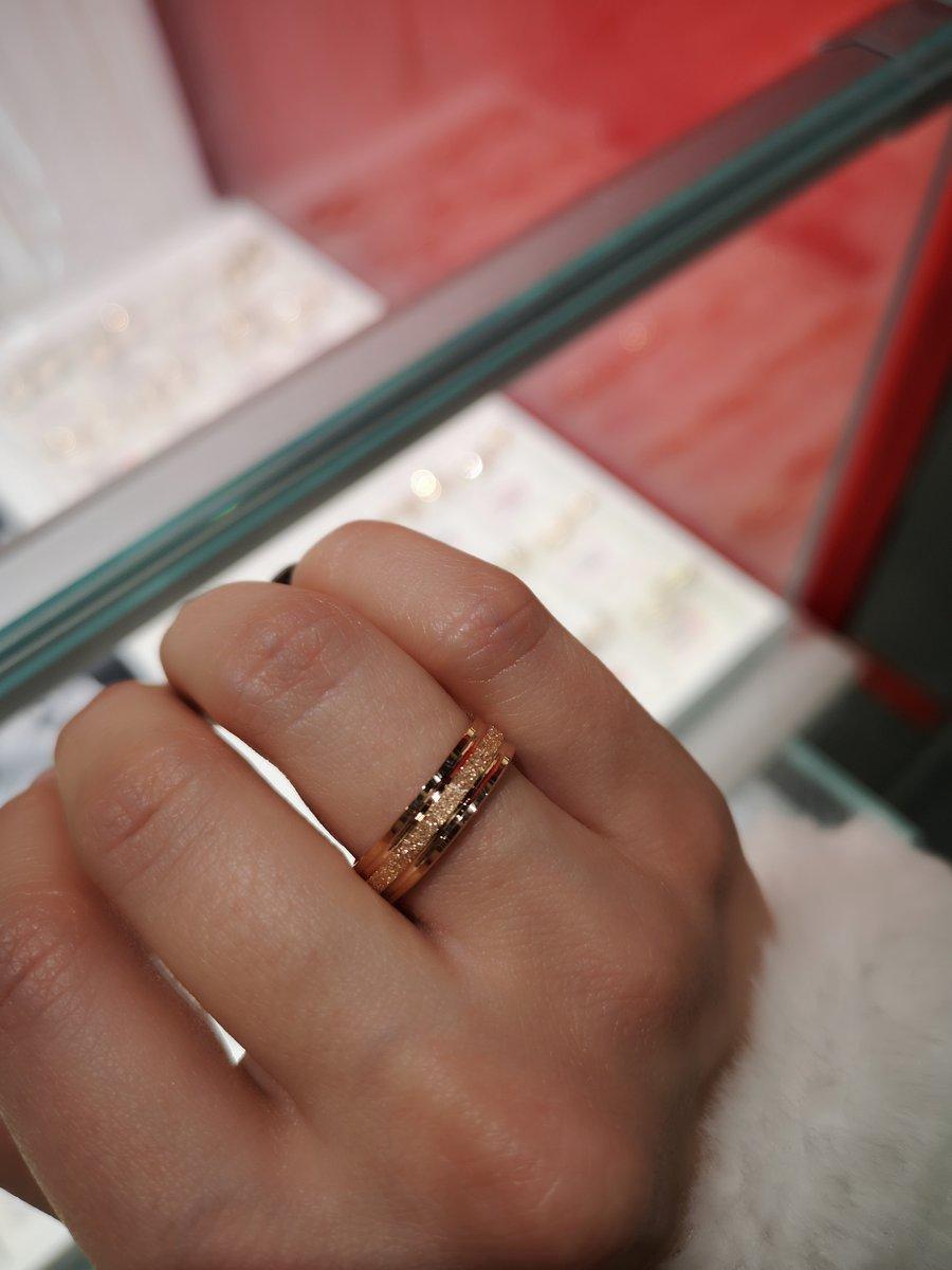 Очень красивые обручальные кольца!