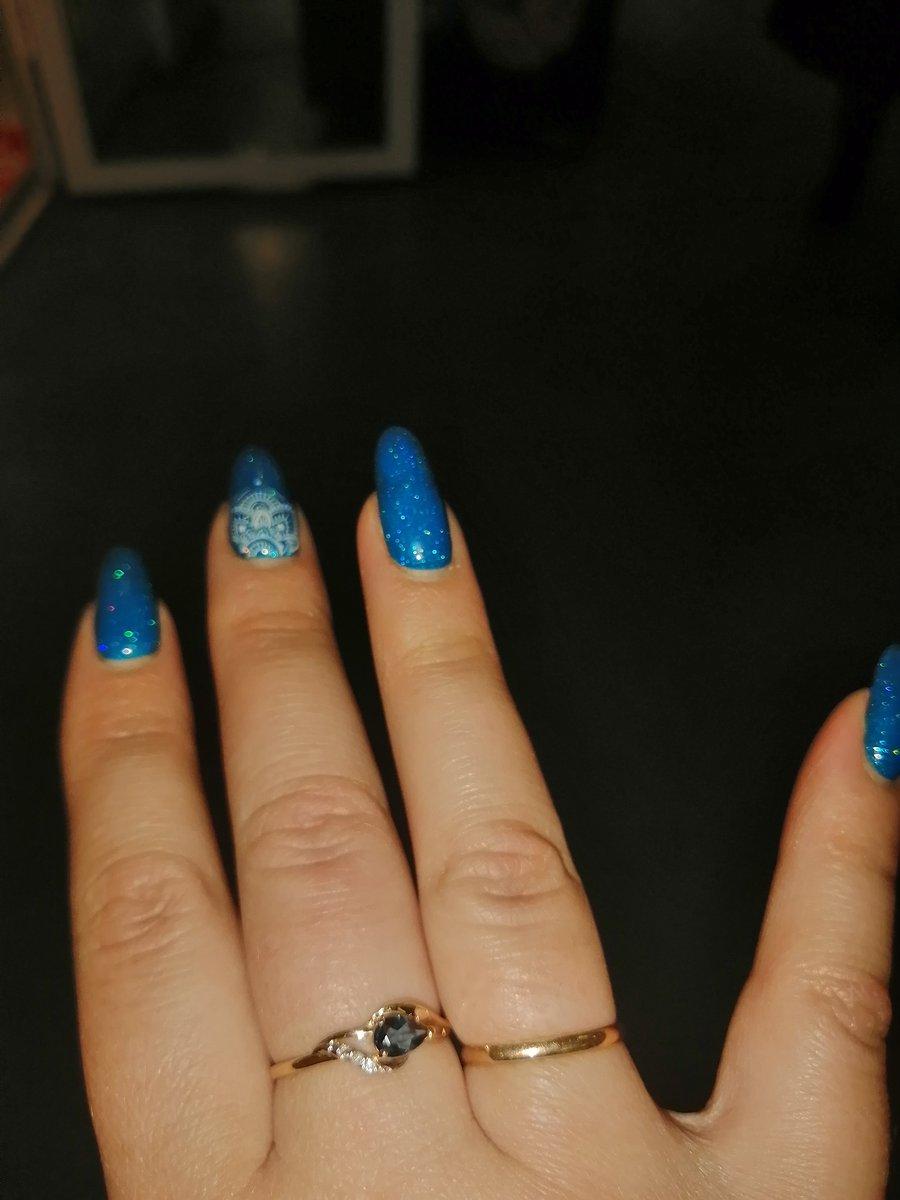Изящное кольцо с топазами и брилллиантами.