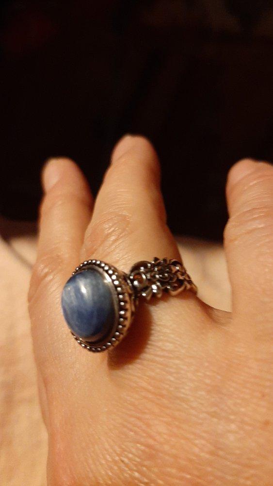 Серебряное кольцо с кианитом.