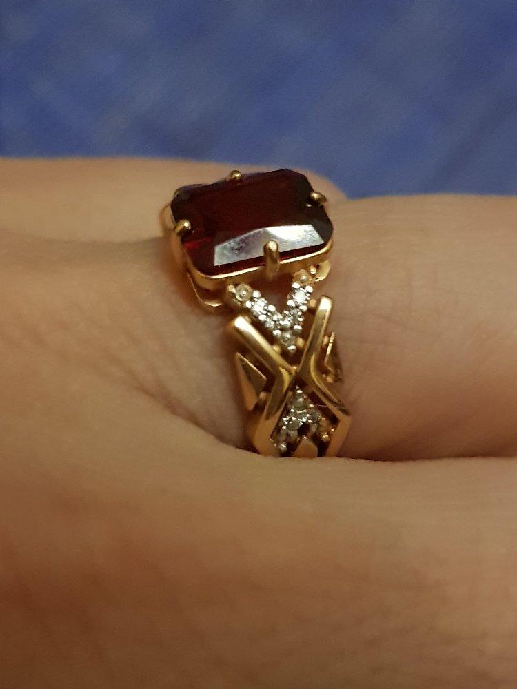 Перстень с гранатом и фианитами