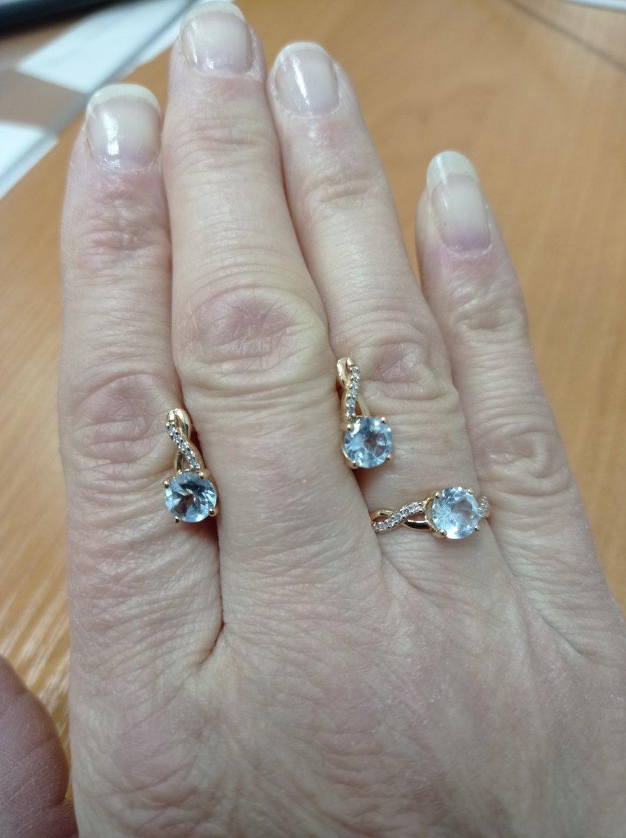 Золотые серьги с топазом и бриллиантами
