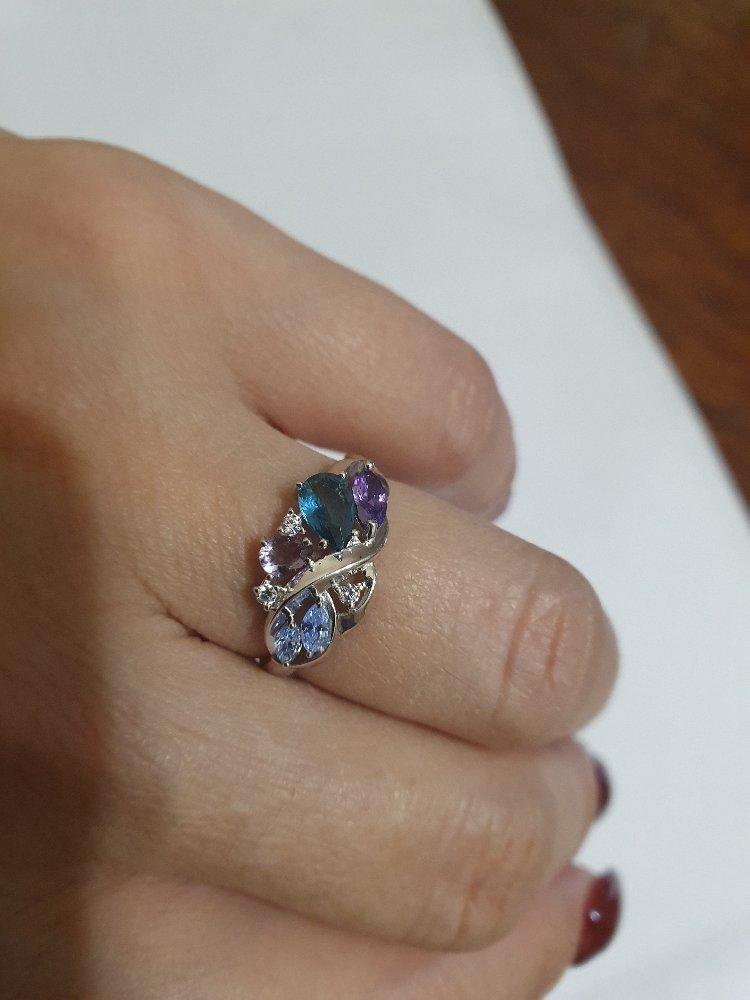 Серебряное кольцо с ювелирными кристаллами