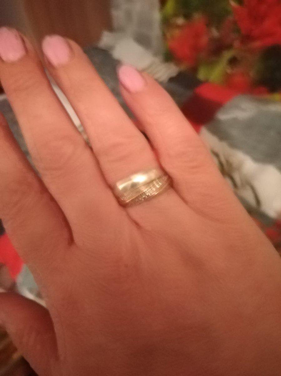 Оригинально смотрится, я очень довольна кольцом, и мужу очень понравилось.