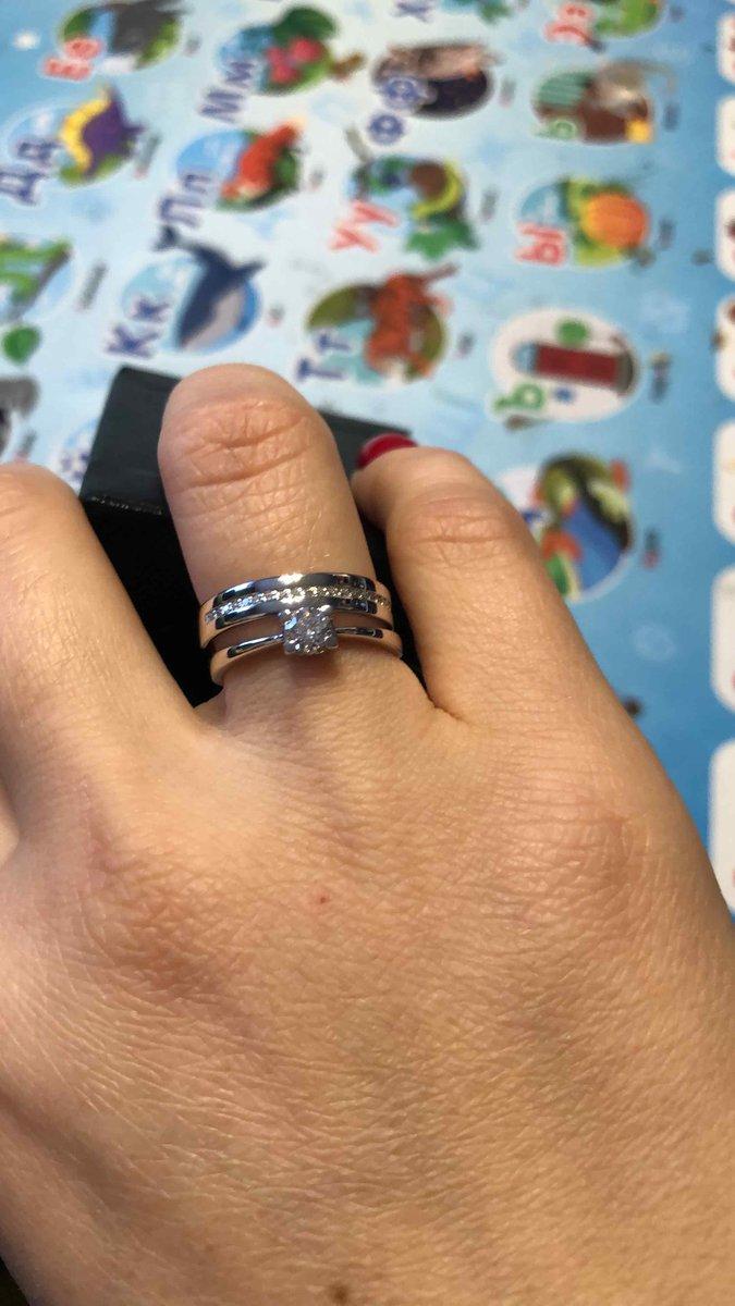 Обручальное кольцо с дорожкой
