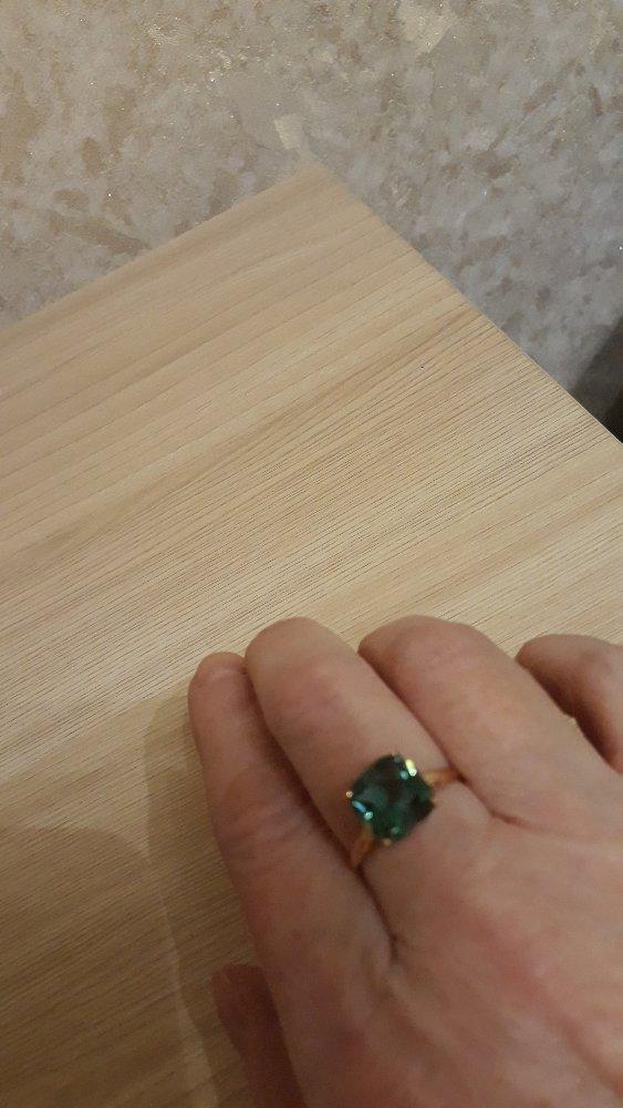 Классное колечко зелёного цвета .