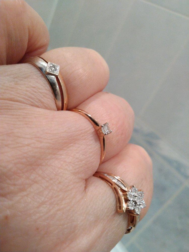 Кольцо с одним бриллиантом якутии.
