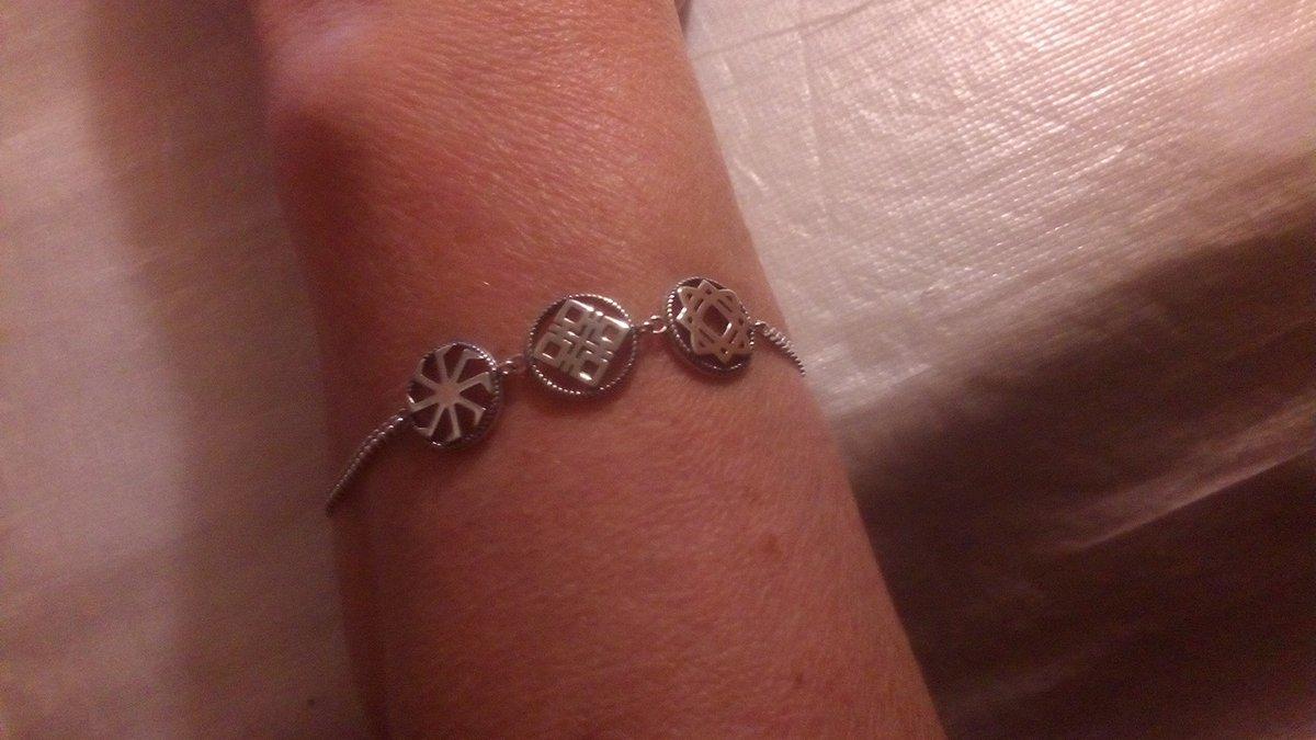 Красивый ,нежный браслет с женскими оберегами