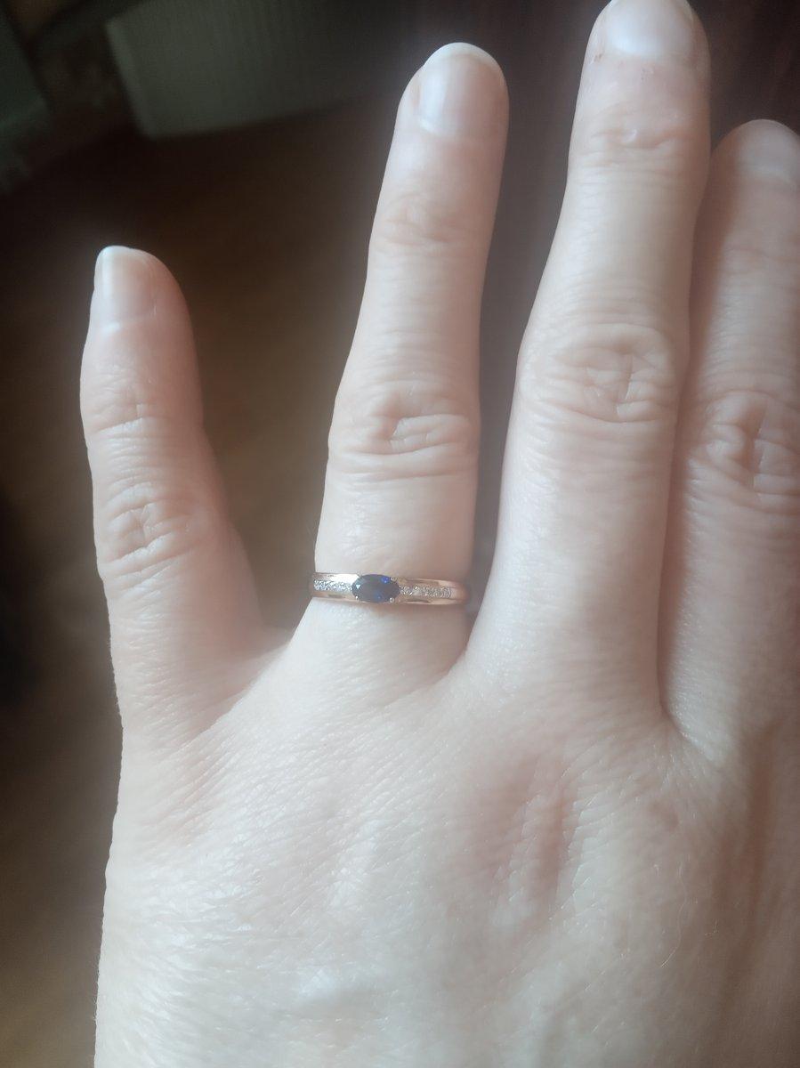 Золотое кольцо с сапфирами синтетическими и бриллиантами