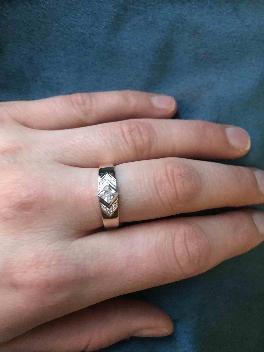 Золотое кольцо с фианитами ✨