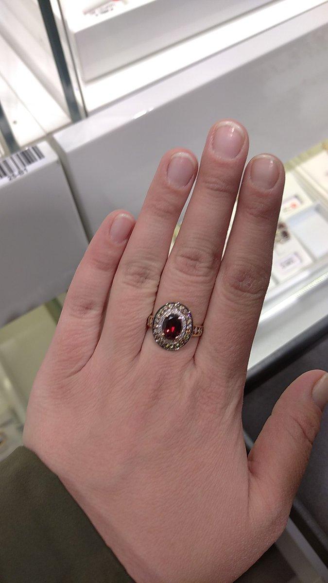 Кольцо подходящие любому возрасту.