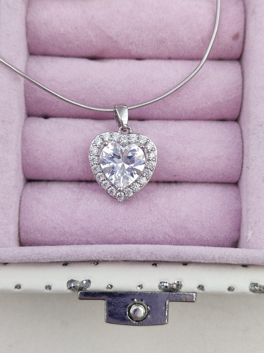 Подвеска серебряная с фианитами в форме сердца