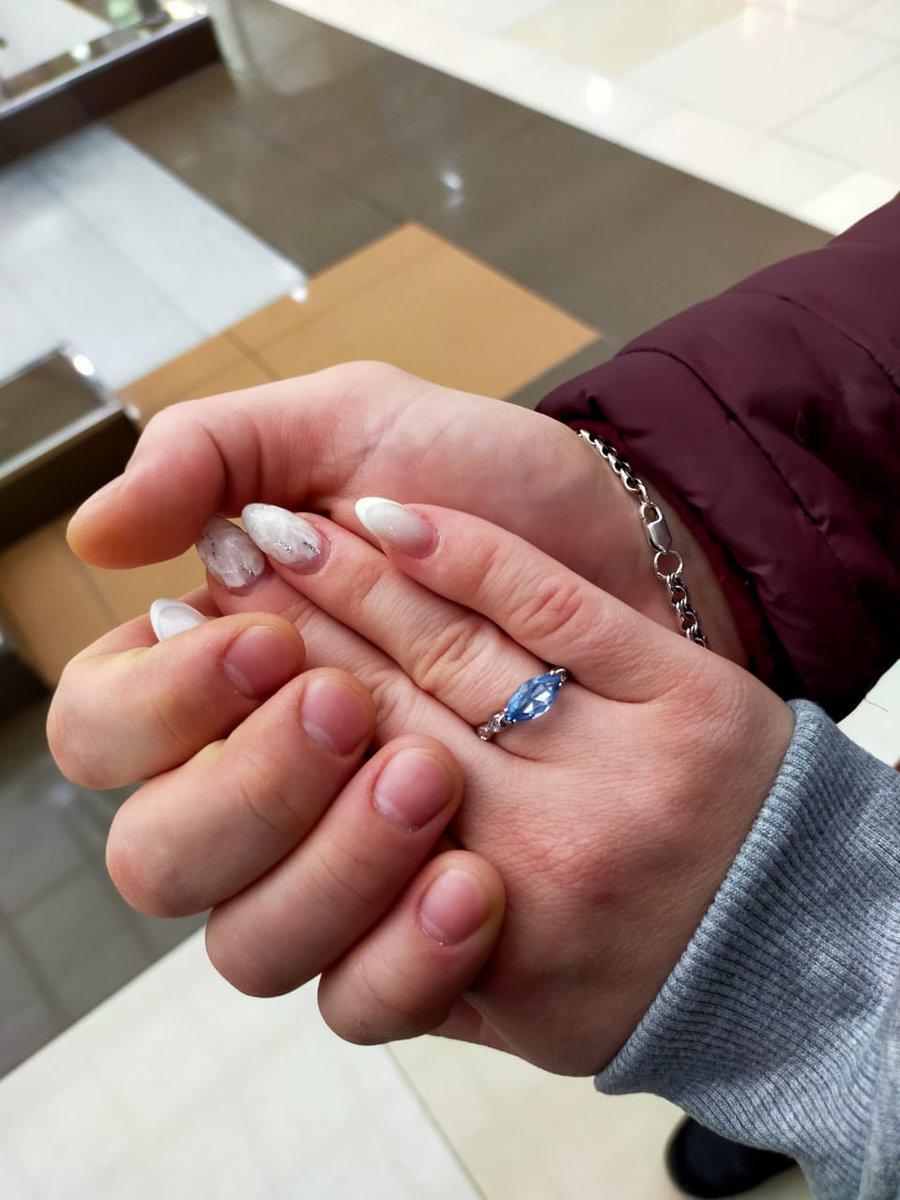 Крутое кольцо с топазом