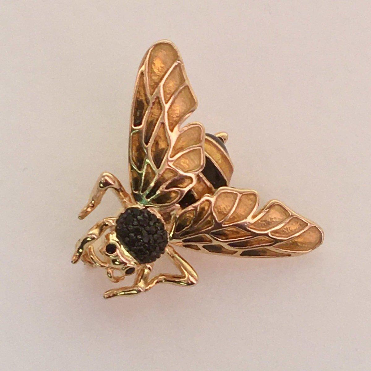 Прелестный пчел