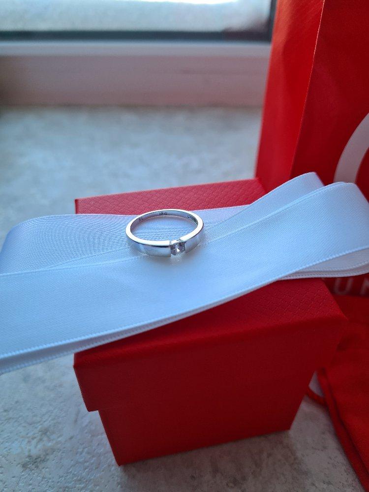 Кольцо маленькое, меньше чем на фото. красивое, аккуратное.