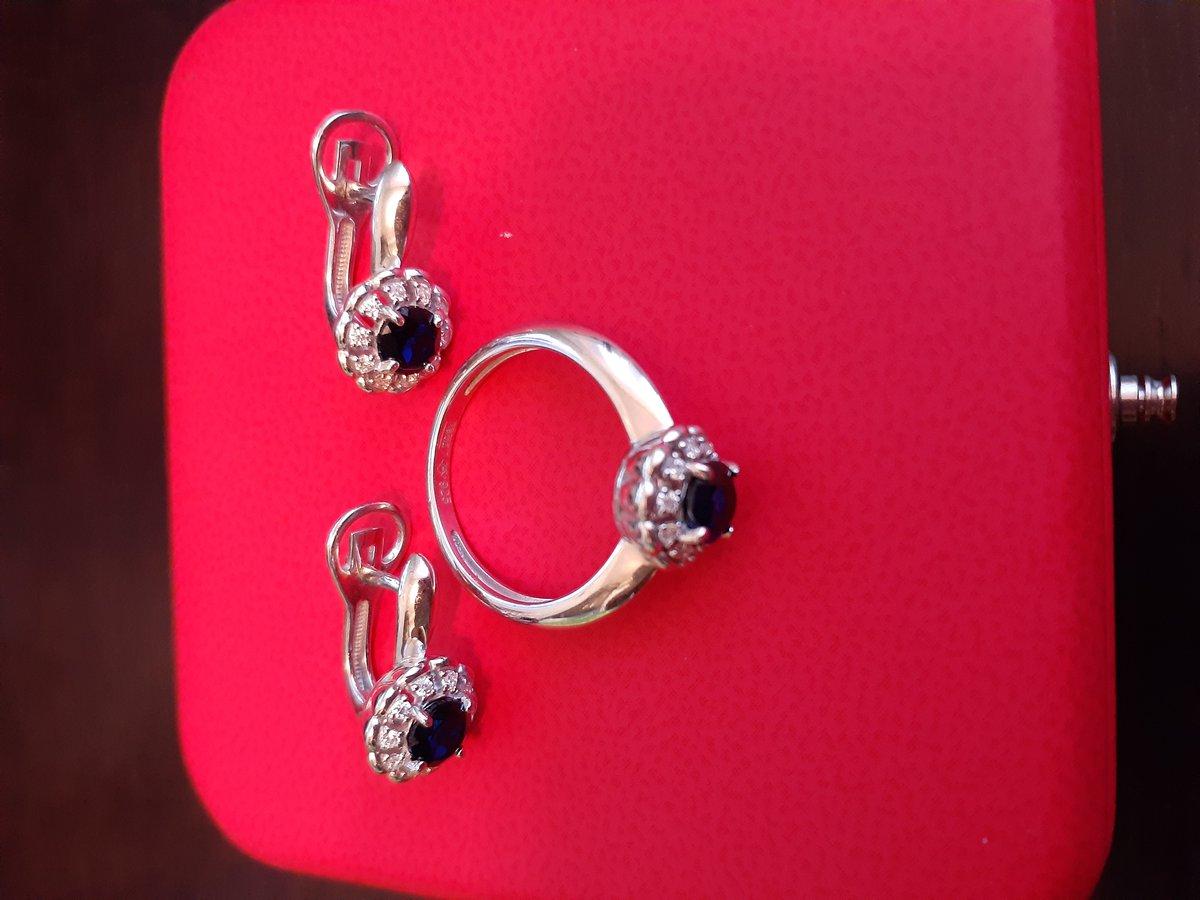 Серебряные серьги с гидротермальными сапфирами и фианитами.