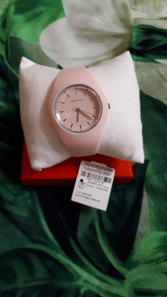 Часики с розовым ремешком и цифирблатом