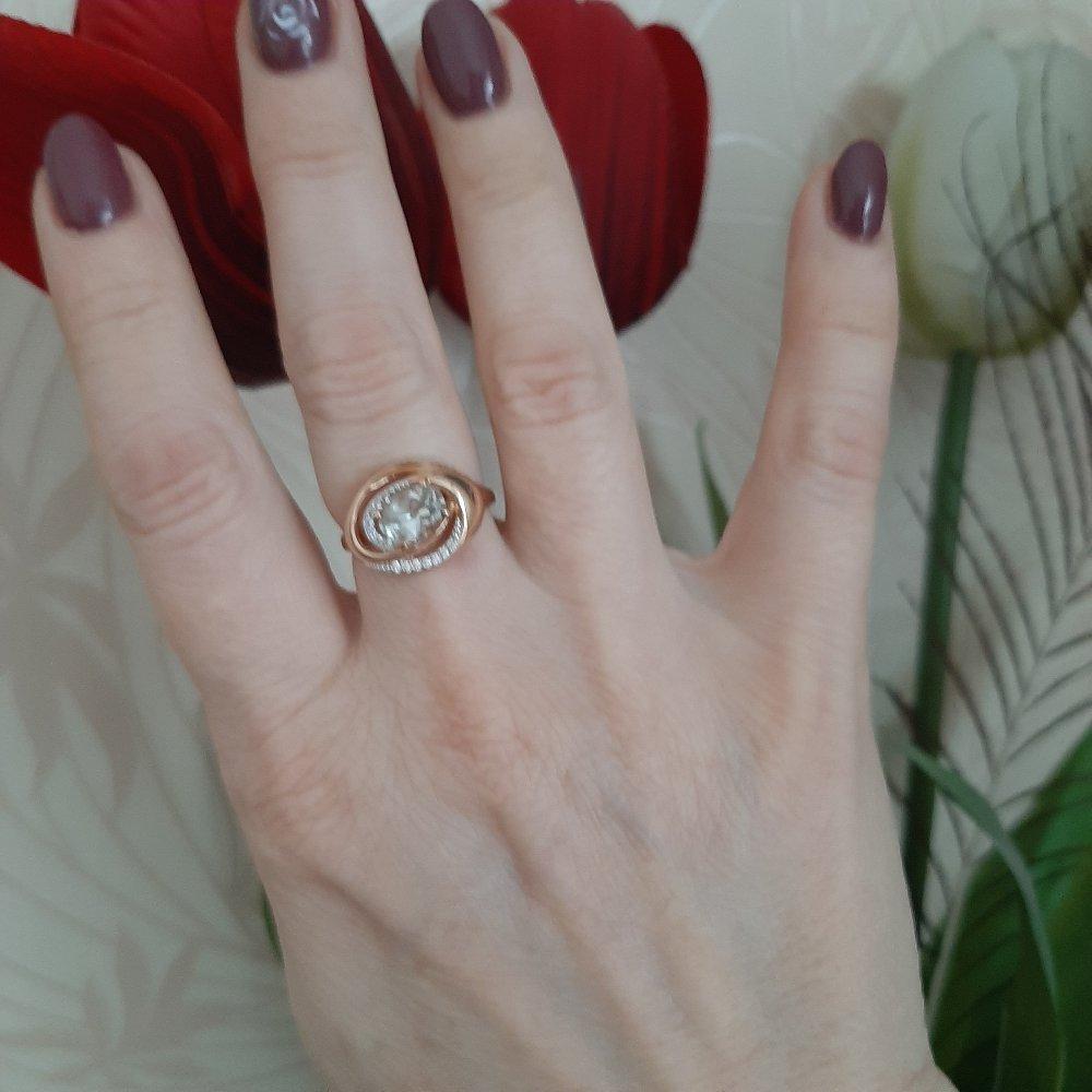 Муж подарил кольцо на годавщину свадьбы.