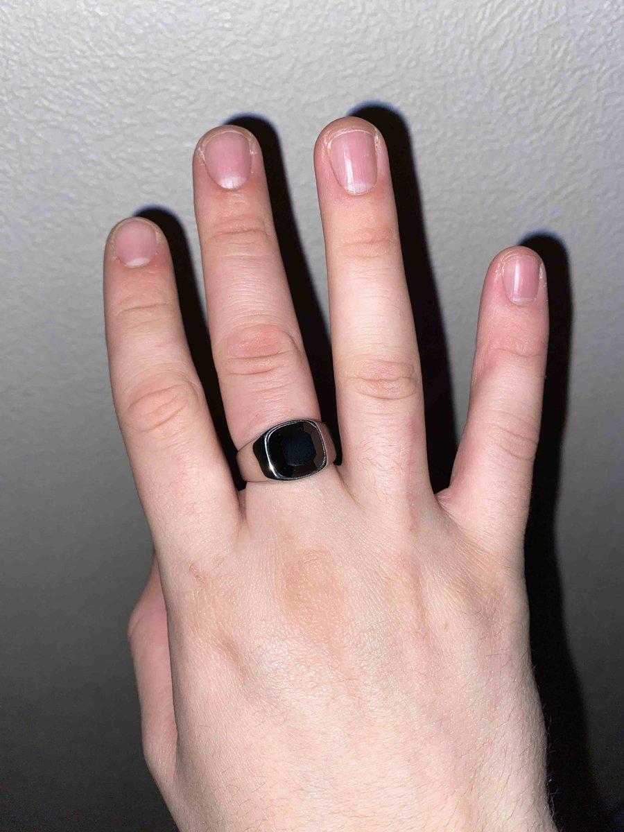 Покупал кольцо.