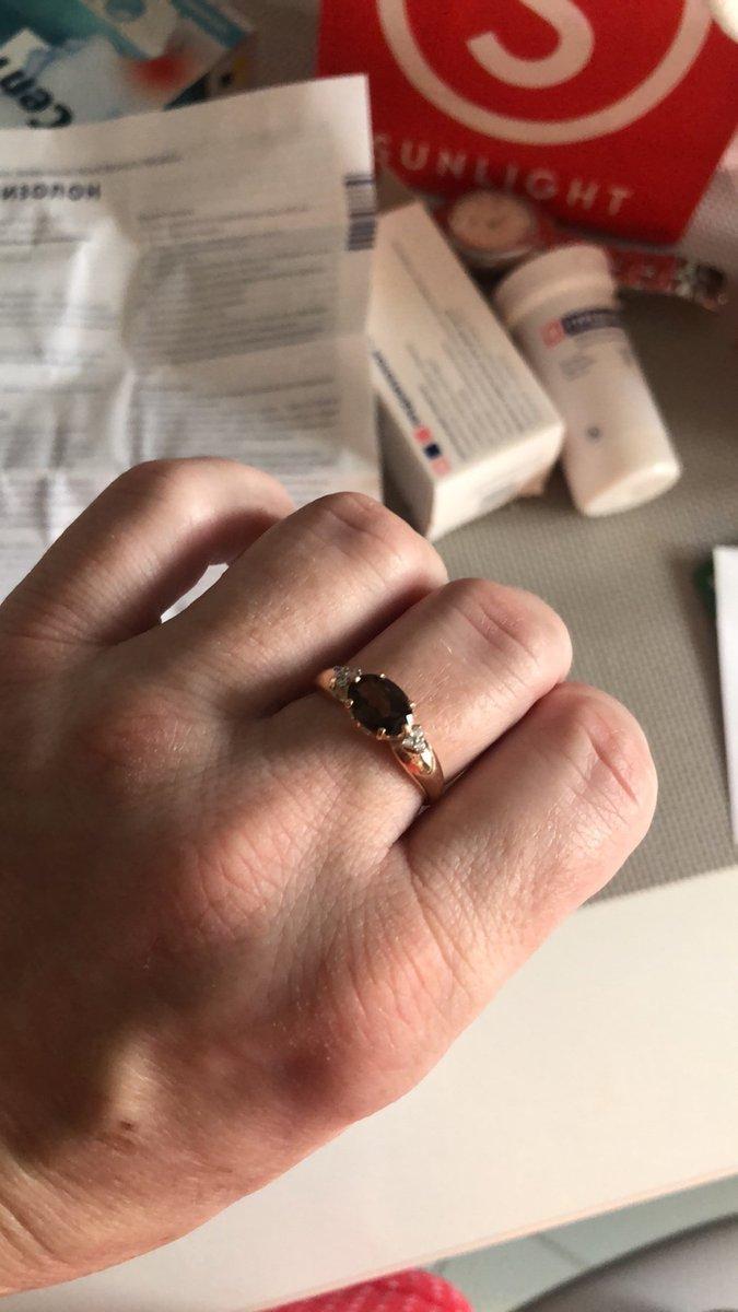 Серебряное кольцо с раухтопазами и фианитами позолоченное