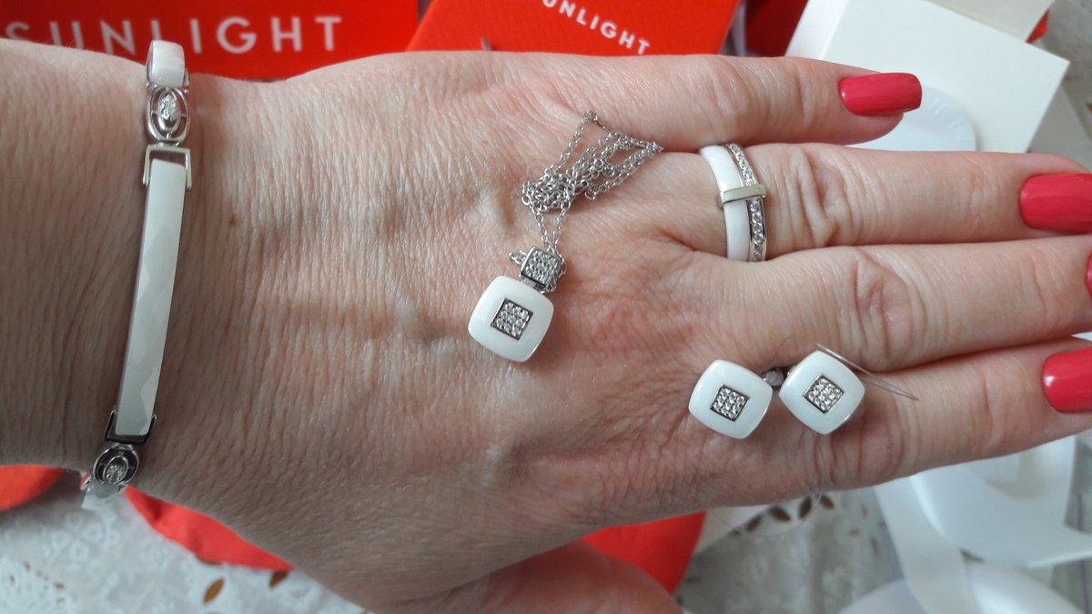 Серебряный браслет с белой керамикой и фианитами супер!