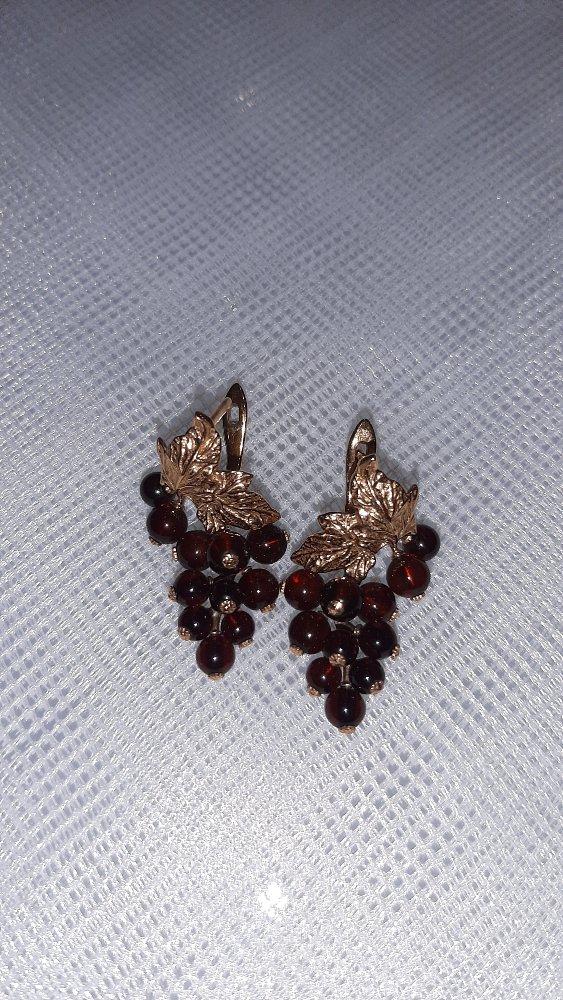 Грозди винограда(или смородинки) символ изобилия