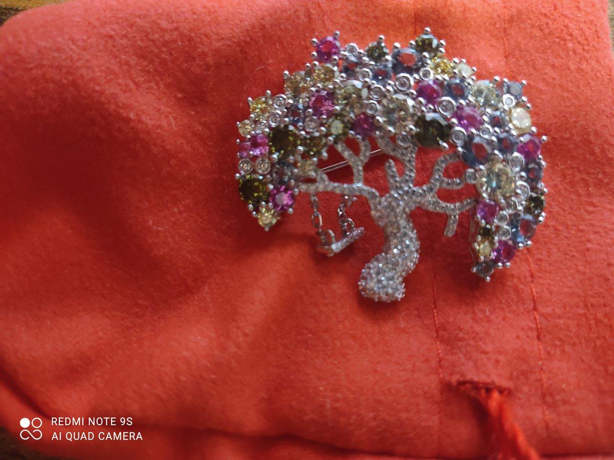 Очень романтичная брошь. дерево мечты.