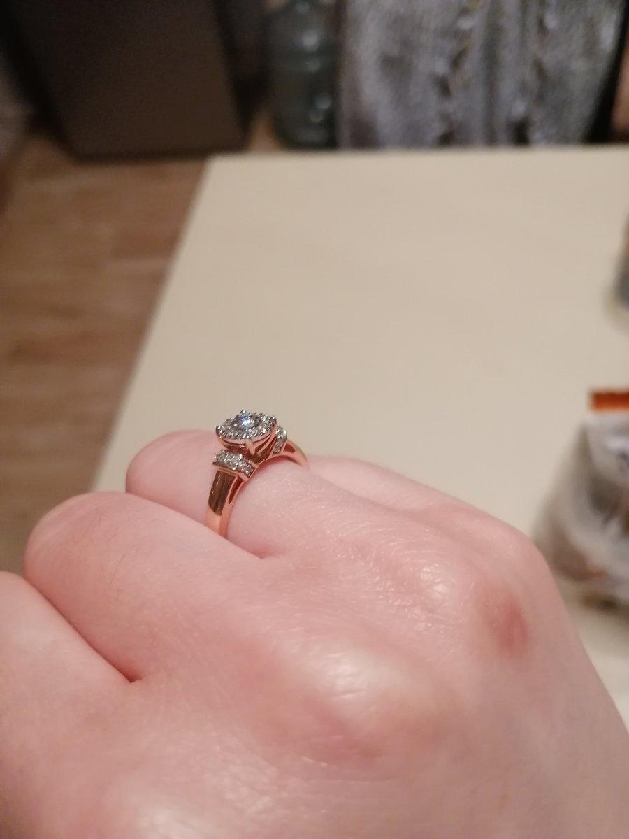 Шикарное кольцо, очень понравилось. красивый дизайн и хорошее качество.